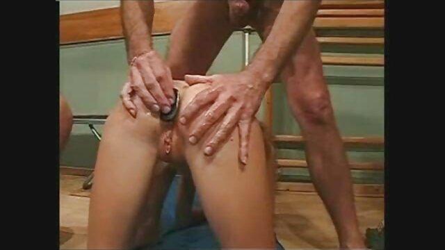 Jungle Babe kurze haare porn gibt ihre Muschi auf