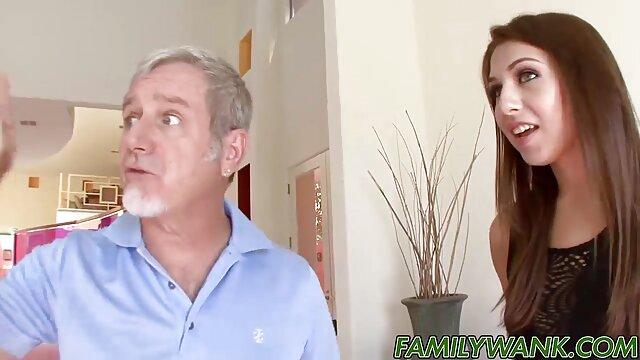 Kelly Kline pornostars mit kurzen haaren wird gefickt