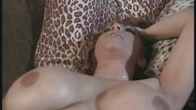 Lola Angel (?) porno kurz - Gangbang und Sperma bedeckt